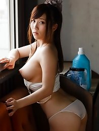 Beautiful and lovely Japanese av idol Mao Kurata goes to a nude paradise to show off her naked body