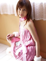 Enchanting gravure model uncovers and shows her beautiful body