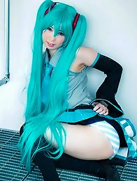 While other ero cosplayers only like to tease, Miku Oguri wants to bare all under her vocaloid costume.