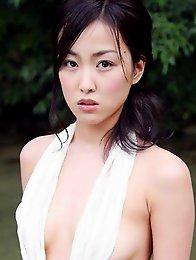Minase Yashiro petite cutie posing in her bikini