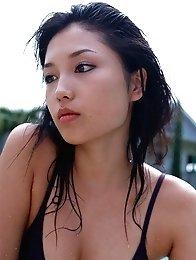 Yoko Mitsuya hot bikini babe teasing us with that hot ass