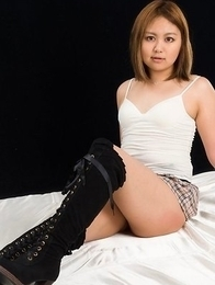Skirt-wearing beauty Ayano Hidaka revealing her trimmed pussy on all fours