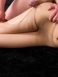Pantyhose hottie Natsuki Yokoyama gets to enjoy a very passionate assjob