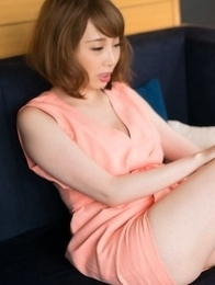Short-haired stunner Kisaki Aya makes a guy cum with her soft & sexy feet