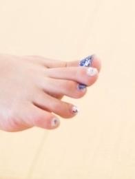 Uniform-wearing beauty Katou Tsubaki shows her delightful blue toes on camera