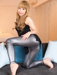 Sexy beauty with pink toes Natsume Hotsuki gives a footjob in spandex tights