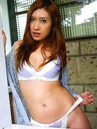 Dina Katou wants to show you her wonderful tits