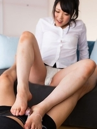 Seductress with soft soles Yui Kawagoe makes him explode all over those feet