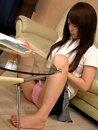 Nazuna Otoi drilling her vagina