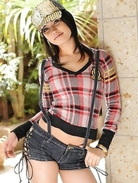 Japanese model Maria Ozawa posing.