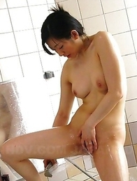 Lusty Emiko Koike does solo in bath