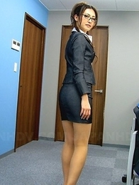 Julia Nanase seduces her client