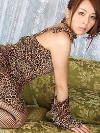 Leggy Japanese girl Jessica Kizaki demonstrates her hairy muff