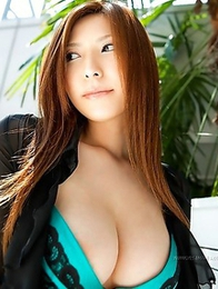 Get acquainted with hot babe Yuna Shiinai on this site