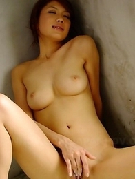 Runa Sesaki enjoys in bath time