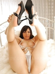 Erena Tokiwa shows off her body