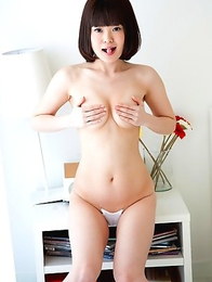 Japanese Teen, Yuiko: Sweet Camel Toe Lips!
