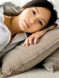 Sayuri Oyamada shows naked back when is going to sleep