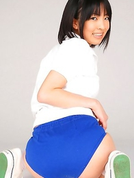An Mashiro shows nasty behind under school uniform skirt