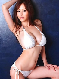 Anri Sugihara with huge jugs loves colorful bath suits
