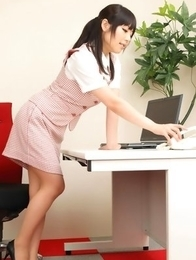 Maria Akamine shows sexy legs while doing office duties