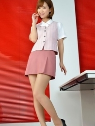 Ichika Nishimura is such elegant lady in office outfit